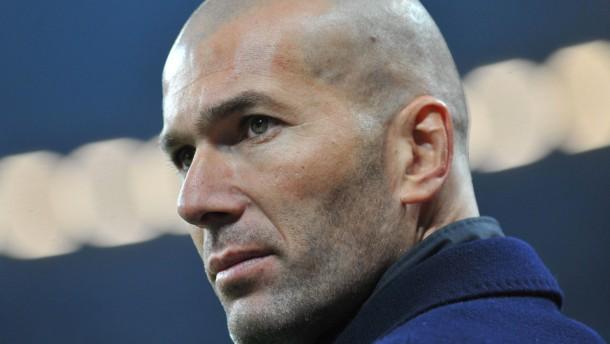 Zidane soll Real Madrid aus dem Abseits holen
