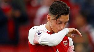 Fehlstart für Özil und Arsenal