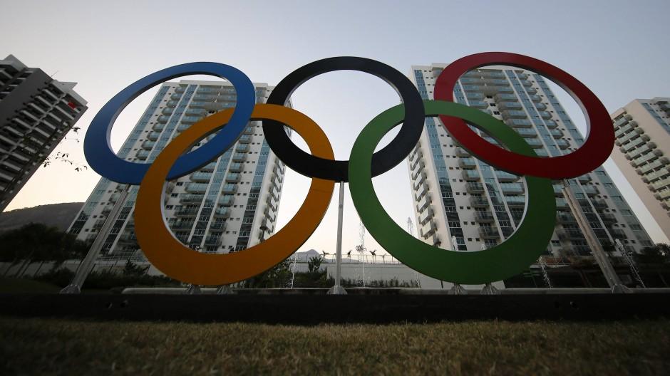 Von der ganzen Aufregung (noch) unbeeindruckt: Das Internationale Olympische Komitee hält an den Olympia-Plänen fest.
