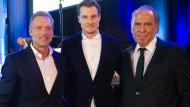 Da stand er schon in der Mitte: Marcell Jansen mit den Mitbewerbern Ralph Hartmann (links) und Jürgen Hunke.