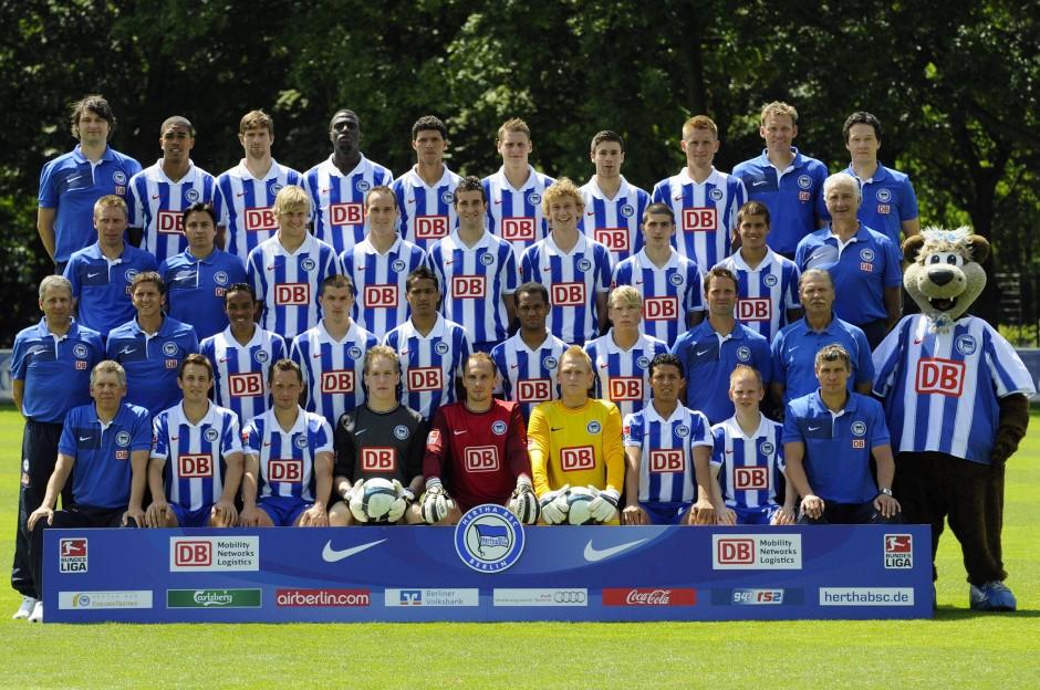 In der Saison 2009/2010 zählte Hartmann (dritte Reihe, Zweiter von rechts) noch zu den Hoffnungsträgern im Kader von Hertha BSC