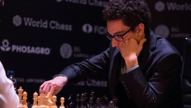 Caruana trifft auf Schach-Weltmeister Carlsen