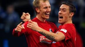 Freiburger Walzer: Rosenthal (links) feiert seine beiden Treffer