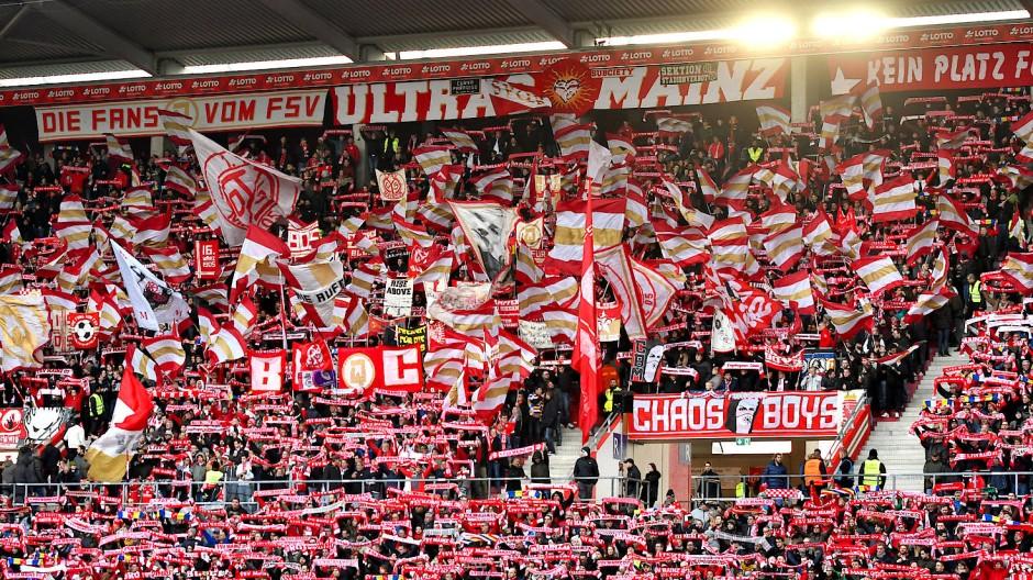 Die Mainzer Anhänger werden in der ersten Viertelstunde schweigen.