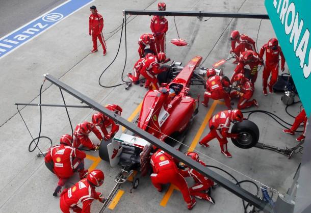Schnelle Truppe: Service für Fernando Alonso