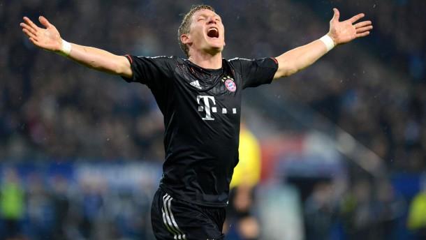Nassgemacht: Schweinsteiger beginnt in Hamburg mit dem Torreigen der Bayern