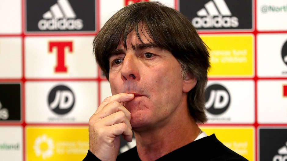 Joachim Löw bei der Pressekonferenz nach dem Länderspiel in Belfast