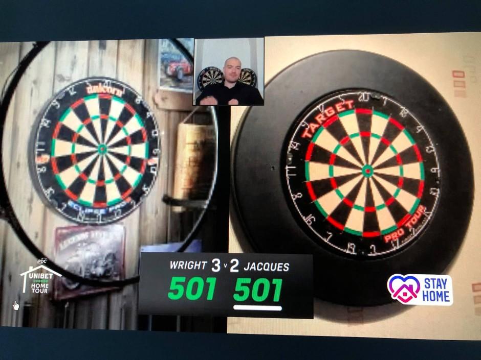 Faszination Splitscreen: Links das Board von Weltmeister Peter Wright, rechts der Einblick in den Trainingsraum von Peter Jaques.