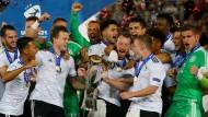 Jubel mit Pokal: Die deutsche U-21-Nationalmannschaft ist Europameister 2017.