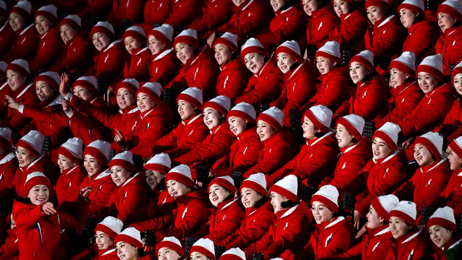 Aus der Traum: Nordkorea kommt nicht nach Tokio, auch der Chor der lächelnden Untertaninnen (hier 2018 in Pyeongchang) bleibt zu Hause.