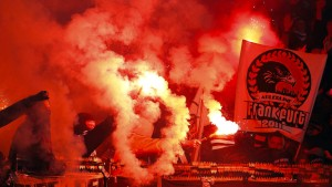 Land fördert Frankfurter Fanprojekt gegen Gewalt