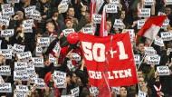 Ein Stück Fußballkultur bleibt erhalten: Die 50+1-Regel bleibt bestehen.