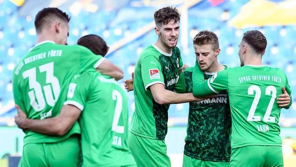 Fürth bleibt oben dran – Paderborn siegt