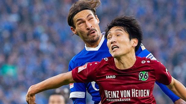 Schalke macht kleinen Schritt aus der Krise