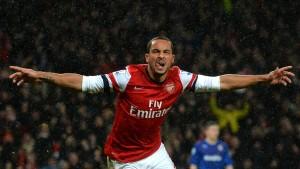 Arsenal rettet durch späten Sieg Platz eins