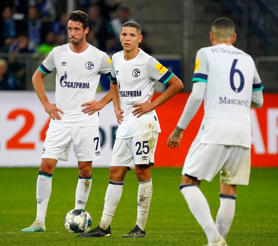 Die Mienen sagen alles: Schalkes Uth und Harit mit langen Gesichtern.