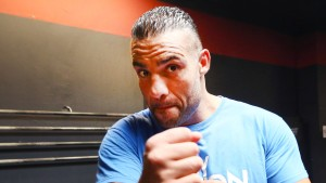 Box-Weltmeister Charr behält Titel