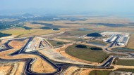 Asphaltband am Meeresstrand: Luftaufnahme des Circuits vom 9. Oktober