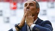 Das 50. Spiel auf hohem Niveau: Eintracht-Trainer Adi Hütter bedankt sich bei den Fans.