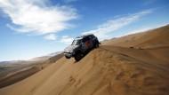 """Wüstenfuchs: der Qatarer Nasser Al-Attiyah nimmt jede Düne bei der """"Dakar"""", wie sie kommt"""