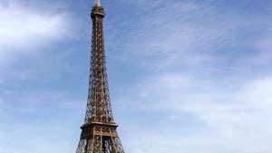 Paris: Unpolitisch, aber belastet