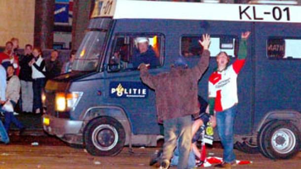 162 Festnahmen bei Straßenschlachten in Rotterdam