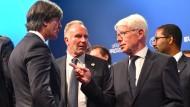 Bundestrainer Joachim Löw in Nyon mit Karl-Heinz Rummenigge, Reinhard Rauball und Cacau (von links)