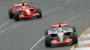 Ferrari und McLaren an der Spitze
