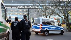 Dortmunder Fans greifen Polizei an