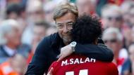 Danke, Mo! Liverpool-Trainer Jürgen Klopp bedankt sich bei Mohamed Salah.