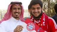 Männliche Fans in Saudi-Arabien freuten sich über den Besuch des FC Bayern – in Deutschland aber ruft die Reise heftige Kritik hervor