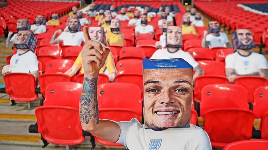 Noch sind die Fans im Wembley-Stadion in London nur aus Pappe.
