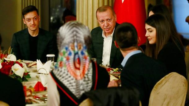 Özil trifft Erdogan schon wieder