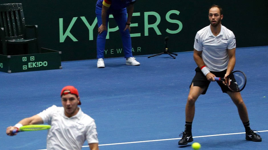Erfolgreich: Tim Puetz und Jan-Lennard Struff (links) bescheren Deutschland den dritten Punkt im Davis Cup.