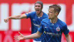 Rostock feiert Aufstieg mit 7500 Fans im Stadion