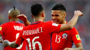 Favorit Chile wankt, aber fällt nicht