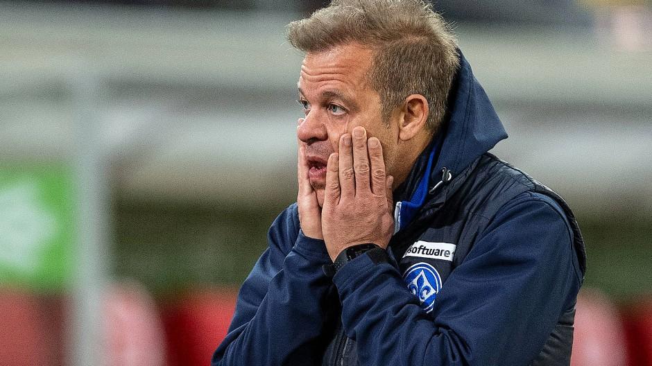Der SV Darmstadt beweist Humor: Trainer Markus Anfang legt seinen Fokus nur auf die zweite Liga.
