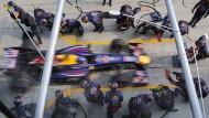 """""""Pit Stop"""" bei der Formel 1: Reifenwechsel mit oder ohne Volltanken?"""