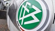 Die internationale Personalberatung Egon Zehnder soll den DFB bei der Suche nach einem neuen Präsidenten unterstützen.
