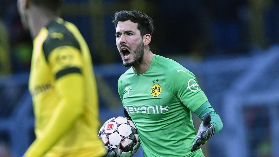 Ärger über die Unkonzentriertheiten seiner Vorderleute: Dortmunds Torhüter Roman Bürki musste im Spiel gegen Hoffenheim dreimal hinter sich greifen.