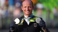 Doppelt belohnt: Michael Jung mit seiner Gold und seiner Silbermedaille
