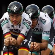 Gemeinsam bei der Tour: Das Team von Bora-hansgrohe beim Training für das Mannschaftszeitfahren der zweiten Etappe