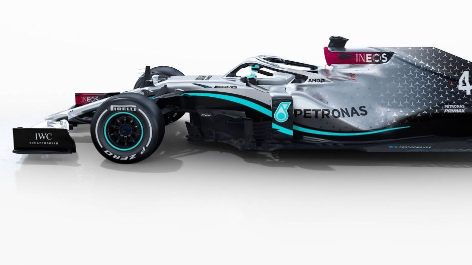 Silberpfeil mit Entenschnabel: Mit diesem Mercedes startet Weltmeister Lewis Hamilton in die neue Saison.