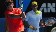 Lange ist es her: Letztmals standen Rafael Nadal (l.) und Roger Federer 2011 bei den French Open gemeinsam in einem Endspiel. Dieses Jahr könnte es wieder soweit sein.