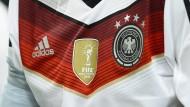 Teure Sterne: Adidas druckt das neue Weltmeistertrikot.