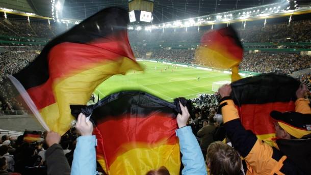 Fußball-Länderspiel Deutschland-Wales: Stadion-Atmophäre