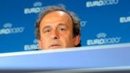 Kommt aus seiner Deckung hervor: Uefa-Chef Michel Platini