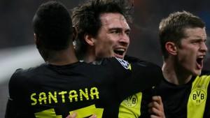 Hummels köpft Dortmund froh