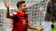 """""""Man of the Match"""" mit drei Toren: Der ehemals wechselwillige Lewandowski strahlt wieder im Bayern-Trikot."""