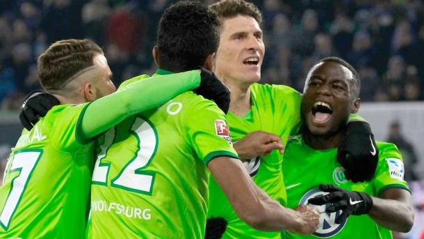 Wolfsburgs spätes Glück im Nordderby